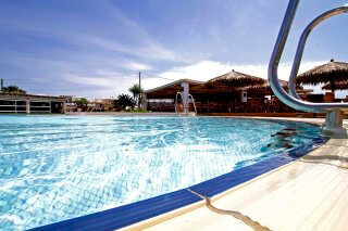 plaza-beach-hotel-swimming-pool-13